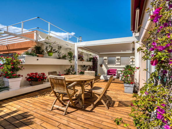 LARGE AND BEAUTIFUL 3 ROOMS CENTER JUAN LES PINS - Lift - Tanit Immobilier